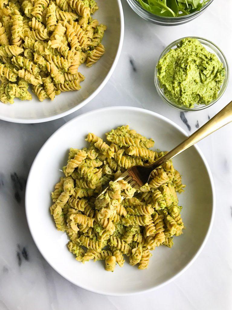 Creamy Avocado Arugula Pesto Pasta! Vegan and gluten-free creamy pesto, so healthy and easy to make!