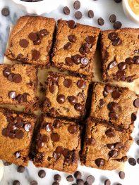 Peanut Butter Chocolate Chip Cookie Bars (vegan + gluten-free)