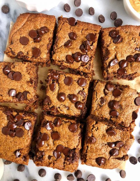 Peanut Butter Chocolate Chip Cookie Bars (vegan + gluten-free)