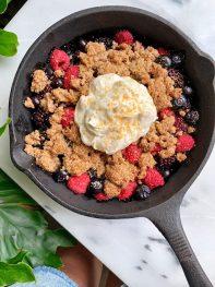 5-ingredient Healthy Berry Crumble (vegan, paleo + gluten-free)