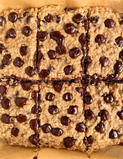 Healthy Chocolate Chip Banana Bread Oatmeal Bars (vegan)