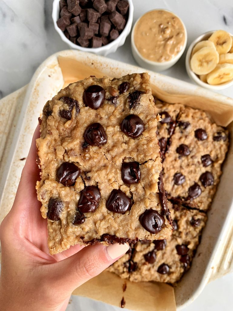 Healthy Chocolate Chip Banana Bread Oatmeal Bars made with 6 ingredients for an easy vegan and gluten-free breakfast recipe!