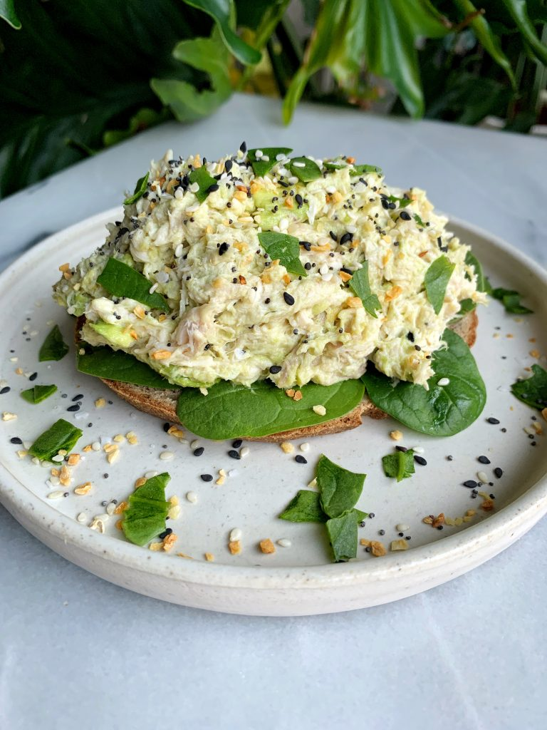 Sharing this insane Everything Bagel Chicken Salad that is Whole30-friendly and takes just 5 minutes to whip up for an easy lunch or dinner recipe!