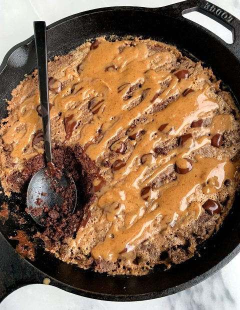 Paleo Salted Caramel Brownie Skillet (low in sugar)