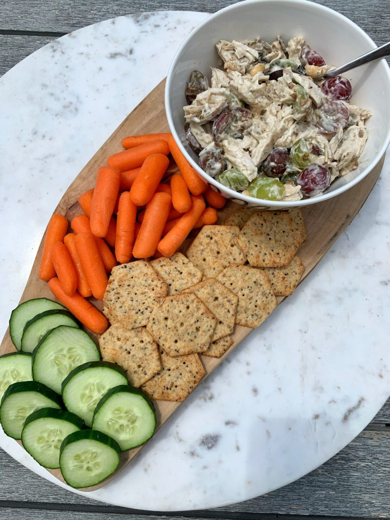 The easiest meal to whip up, this No-Mayo Chicken Waldorf Salad! Made with all healthy ingredients and ready in 5 minutes.