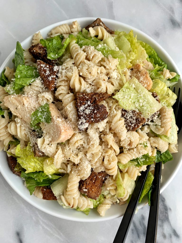 The ultimate healthy summer pasta salad: this chicken caesar pasta salad with homemade gluten-free croutons. Crunchy romaine, quinoa and brown rice noodles, grilled chicken, sprinkle of cheese and tossed in a light caesar dressing!