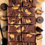 Easy 4-ingredient Chocolate Peanut Butter Fudge made with all gluten-free, dairy-free and plant based-friendly ingredients! You only need dark chocolate, peanut butter, honey and peanut butter cups!